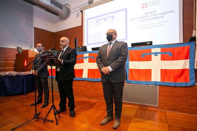 Consegnata ai sindaci del novarese la bandiera del Piemonte