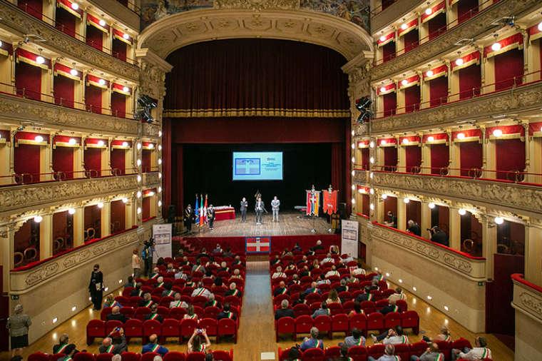 I sindaci della provincia di Asti ricevono dal Consiglio il Drapò